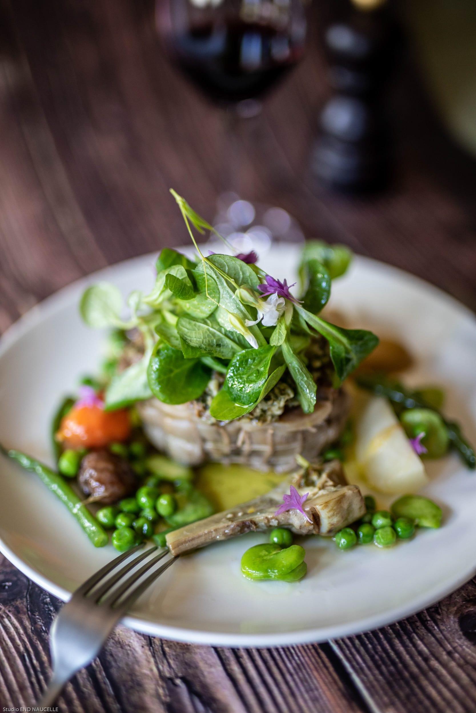 Zoom sur l'un des plats de la Table de Romane