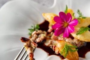 Bouchée de plat préparé par le restaurant de David Burgarrella à Espalion