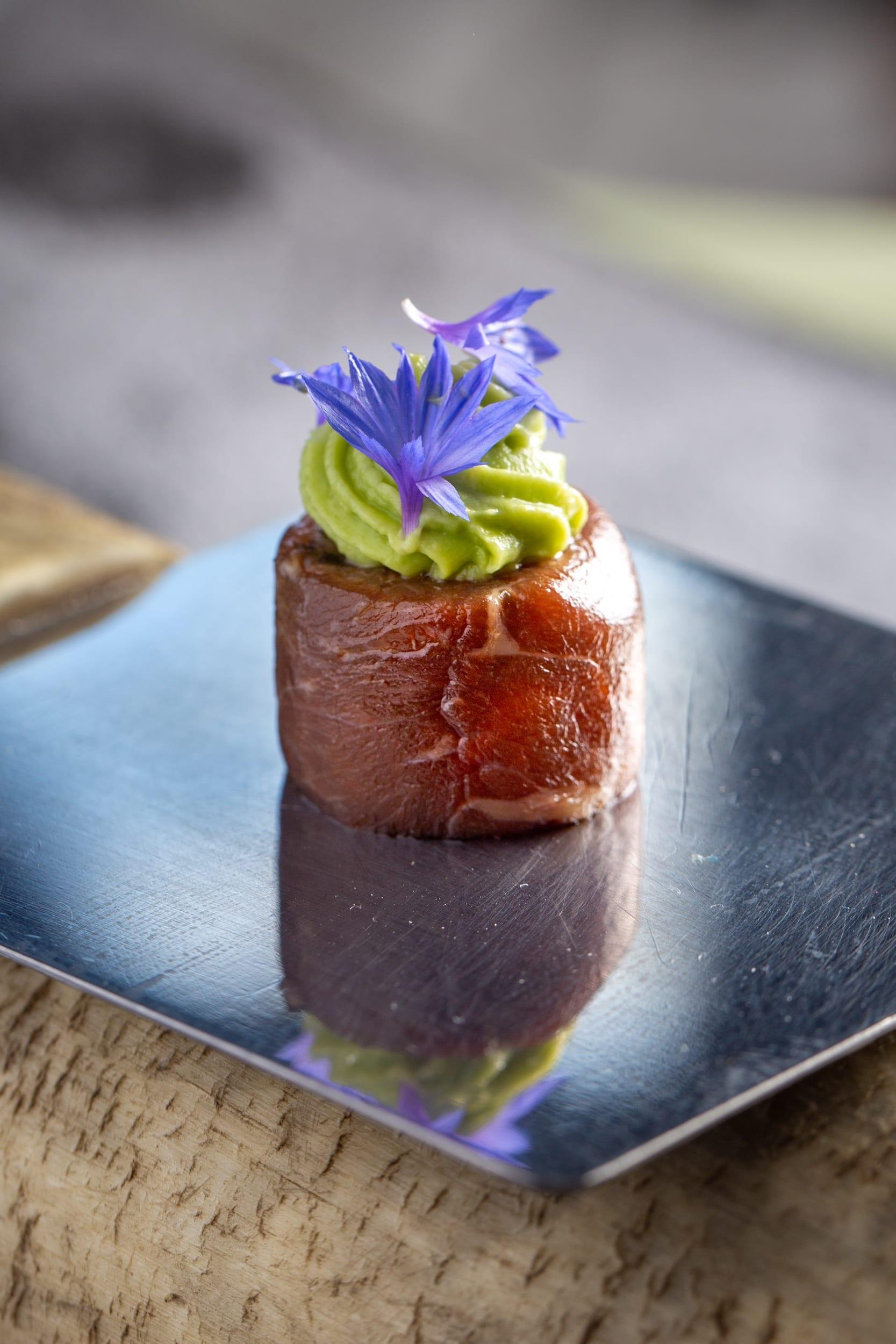 Amuse bouche avec de la viande aveyronnaise au restaurant La Tour